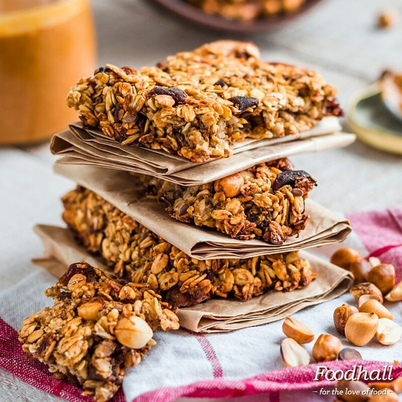 Rich and crunchy, try the mix of ground flax seeds, peanut butter and honey for a quick no-bake energy bite this morning!  #FoodhallIndia #PeanutButter #EnergyBars