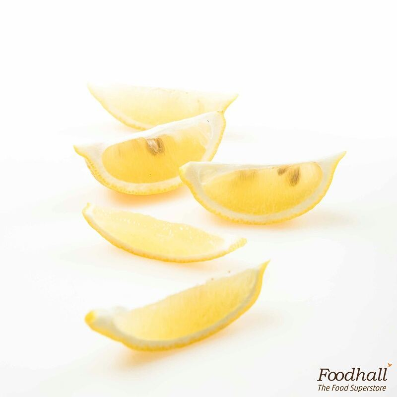 Did You Know: While lemon and limes share a lot of similarities, lemons are yellow in colour, bigger in size and are sourer compared to limes! Limes are green in colour, smaller in size and have lesser citric acid.    #FoodhallIndia #Healthy #Lemon