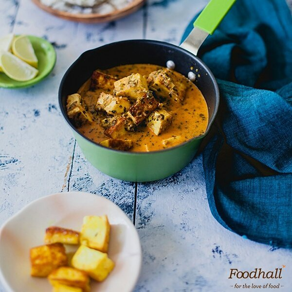 Creamy, mild & slightly sweet – Methi Malai #Paneer served with hot butter rotis makes for an absolutely delectable #dinner. Kankana Saxena from @playfulcooking brings to us a classic #recipe worth saving - find the link in our bio.  #ForTheLoveOfFood #FoodhallIndia