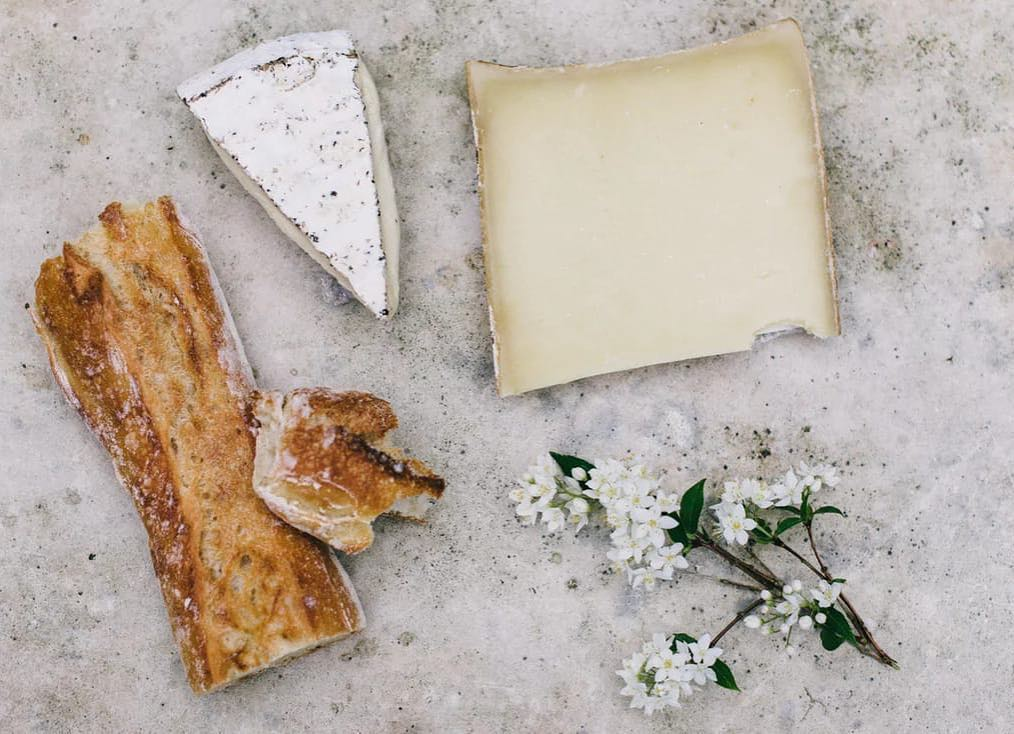 Fighting Monday blues? You will be pleased to have a piece of good french cheese. While Brie is rich and creamy, Roquefort has a sharp tang with sweet caramel flavor, Comté is mild, salty and slightly fruity while Reblochon has a nutty aftertaste. Rush to Foodhall and take your pick from our selection of French Cheese today. #MondayBlues #Cheese #MonsoonFeels #ComfortFood #ForTheLoveOfFood #FoodhallIndia
