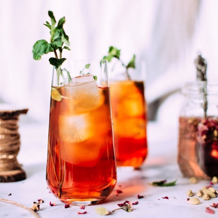 Celebrate the end of a hot summer or the beginning of a refreshing July! We just need an excuse to celebrate with a glass full of cold brewed tea. Smoother, and yet as enjoyable as its warm counterpart. Toast to a fresh start this weekend. #WeekendVibes #SeasonalFeels #Freshness #Tea #Favourite #ForTheLoveOfFood #FoodhallIndia