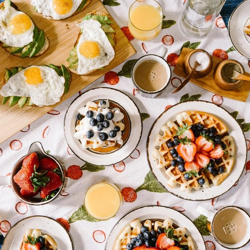 Breakfast of the champions! What does your Sunday look like? 🍽 #SundayBrunch #WeekendFeels #Freshness #FoodForTheSoul #ForTheLoveOfFood #FoodhallIndia