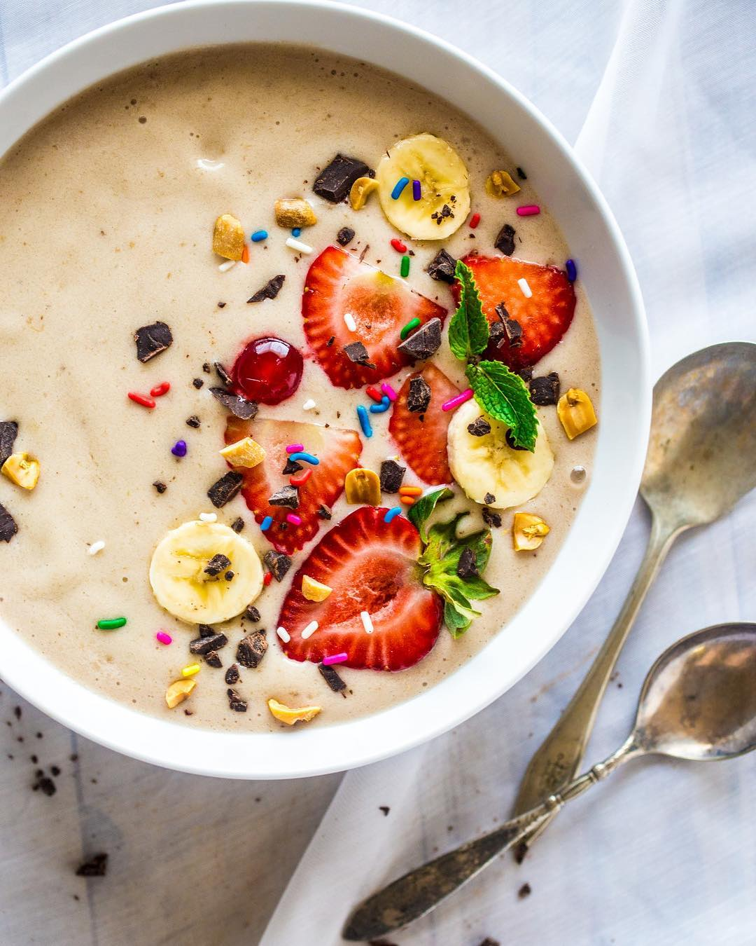 Starting the weekend on an indulgent yet healthy note! Visit our stories to get the recipe  #BetterForYou #Healthy #SmoothieBowl #FreshFruits #PowerSnack #Indulgent #TryItNow #Recipe #RecipesByFoodhall #ForTheLoveOfFood #FoodhallIndia