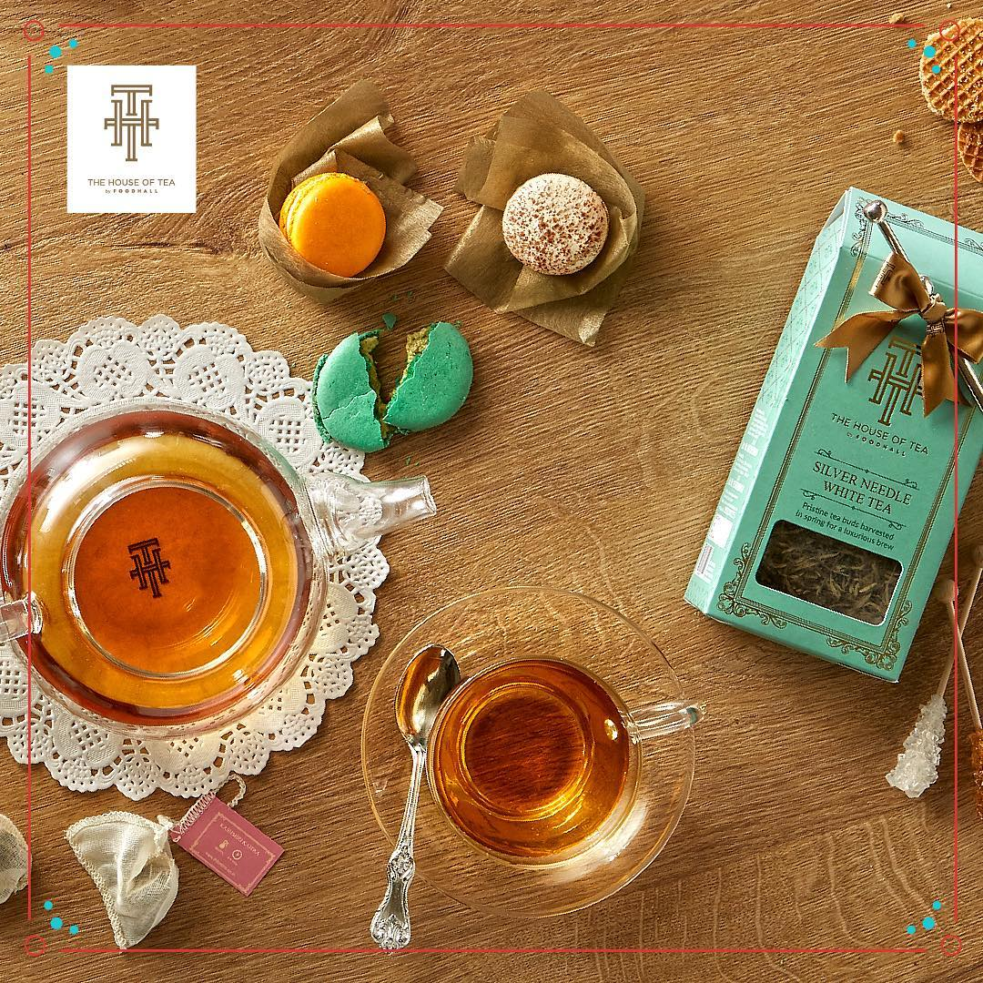 Give your guests the gift of good taste. @thtbyfoodhall offers the perfect blends for celebratory evenings. #THT #thehouseoftea #Celebrations #houseparties #Festivecheer #Hosting #Party #December #Christmasspecial #SpecialBlends #Fortheloveoftea #FoodhallIndia