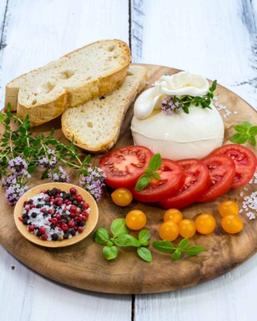 Looking to entertain this weekend with minimal fuss and an abundance of cheese? Visit a Foodhall near you to customize your One Cheese platter with our melt-in-your-mouth burrata, fresh tomatoes, crusty chunks of ciabatta bread and olive oil.  Bon Appetit!  #Foodhallindia #FortheLoveofFood #FortheLoveofCheese #Summercheese #OneCheesePlatter #Burrata