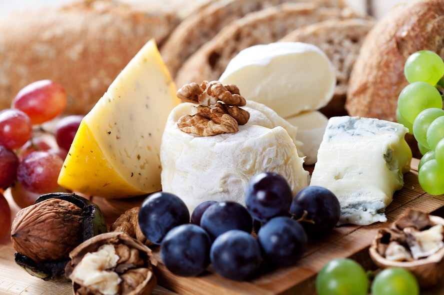 #Didyouknow you can customise and craft your own cheese platter at Foodhall?  With the help of our cheesemongers, choose from our selection of 150 artisanal cheeses (including our signature flavoured cream cheeses!) and sit back as your platter is adorned with a wildly beautiful selection of fruits, nuts, cold cuts and antipasti.  Be it a Sunday brunch at home, a cozy night in or simply a mid-week pick-me-up – our platters are perfect for every occasion.  #FoodhallIndia #ForTheLoveOfFood #CheesePlatter #Cheesemonger #Cheddar #Brie #Feta #Camembert #ParmigianoReggiano #Olives #ForTheLoveofCheese