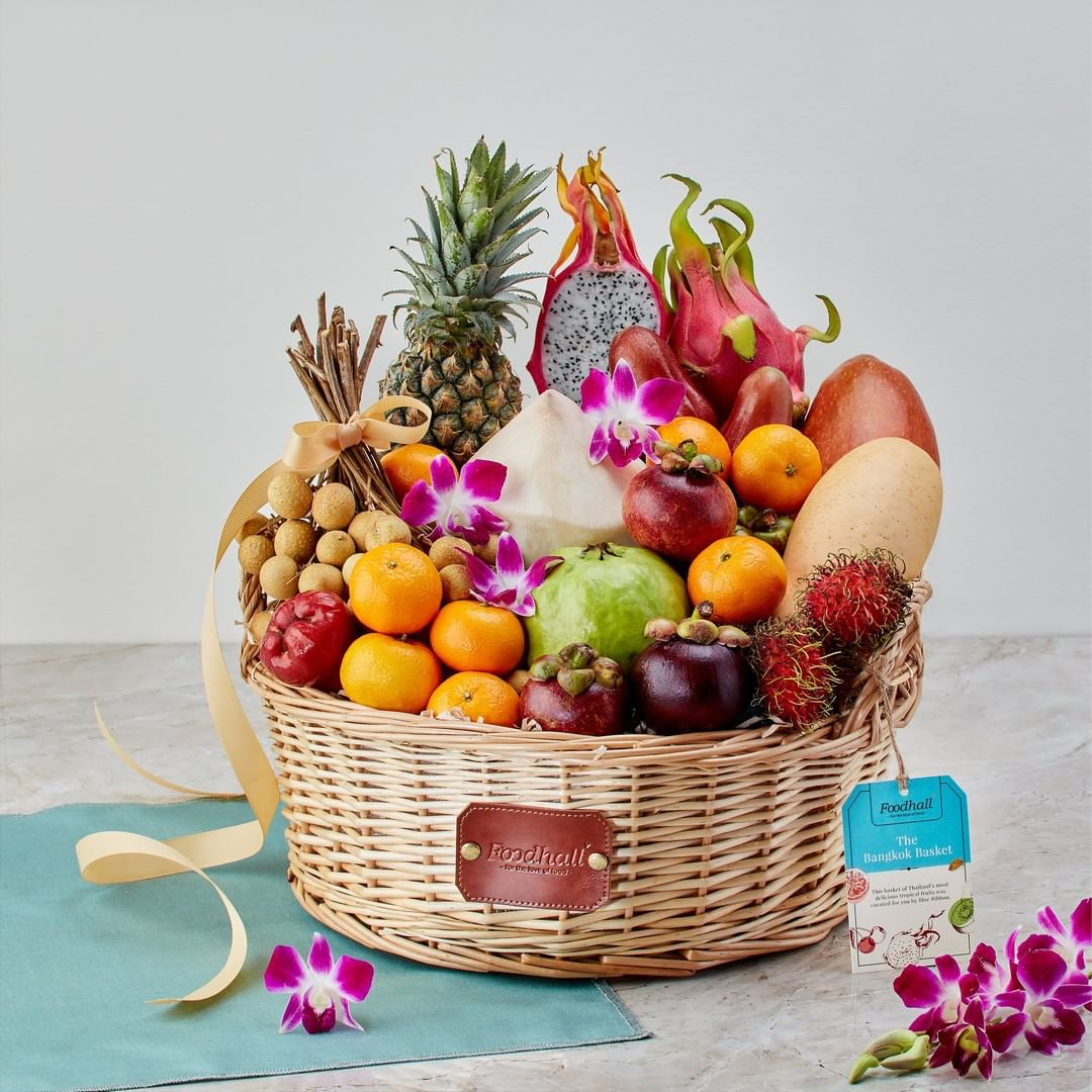 This #festive-season, we've hand-picked the freshest fruits from across the world to curate gift baskets that are thoughtful expressions of love and celebrations!  From an elegant assortment of evergreen fruits to the finest tropical offerings, each hamper is bursting with vibrant goodness, making for unique gifts this Ganesh Chaturthi!  #ForTheLoveofFruits #FruitGifting #GaneshChaturthi #FestiveSeason #GiftInspiration #FruitHamper #FestiveGifts #FoodhallIndia