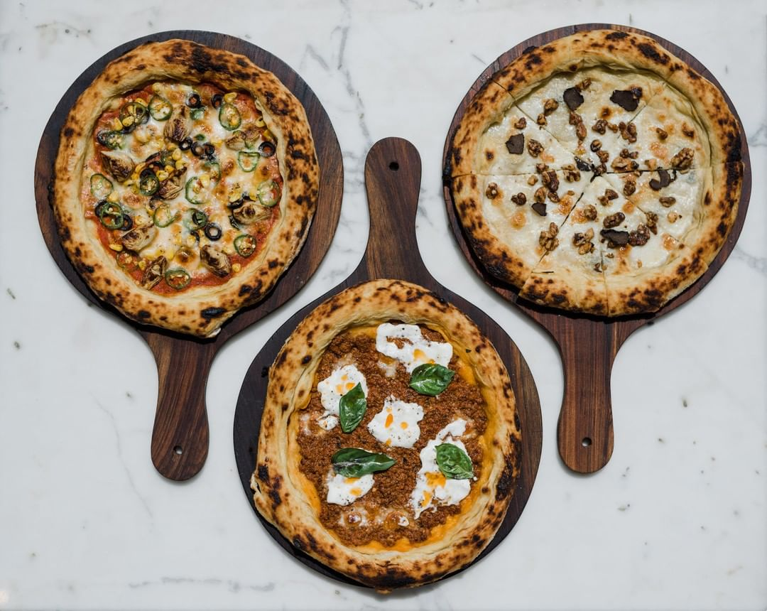 Dinner plans? Might we suggest the hand-stretched Neapolitan pizzas @SorrentinabyFoodhall?  From salame piccante, funghi & onions, to walnut & gorgonzola – choose from a luxuriant selection of toppings and simply tear, share and enjoy! Just be sure to save room for dessert too. Chocolate arancini and homemade gelato anyone?  #ForTheLoveofItalianFood, see you at Sorrentina @ Linking Road soon!  #FoodhallIndia #SorrentinabyFoodhall #PizzaLovers #PizzaTime #PizzaParty #ItalianFood #MumbaiFood #MumbaiRestaurants