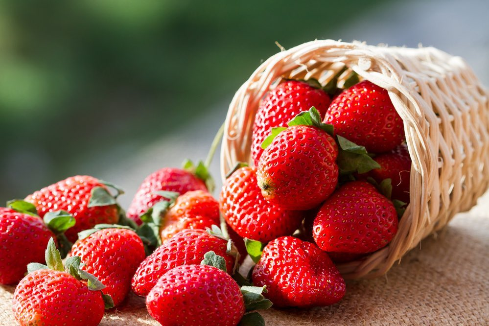 Foodhall,  FoodhallIndia., strawberries, ForTheLoveofStrawberries, StrawberrySeason, FreshStrawberries, StrawberriesAndCream, StrawberryTart, StrawberryMeringue, StrawberryPastry, StrawberryLover