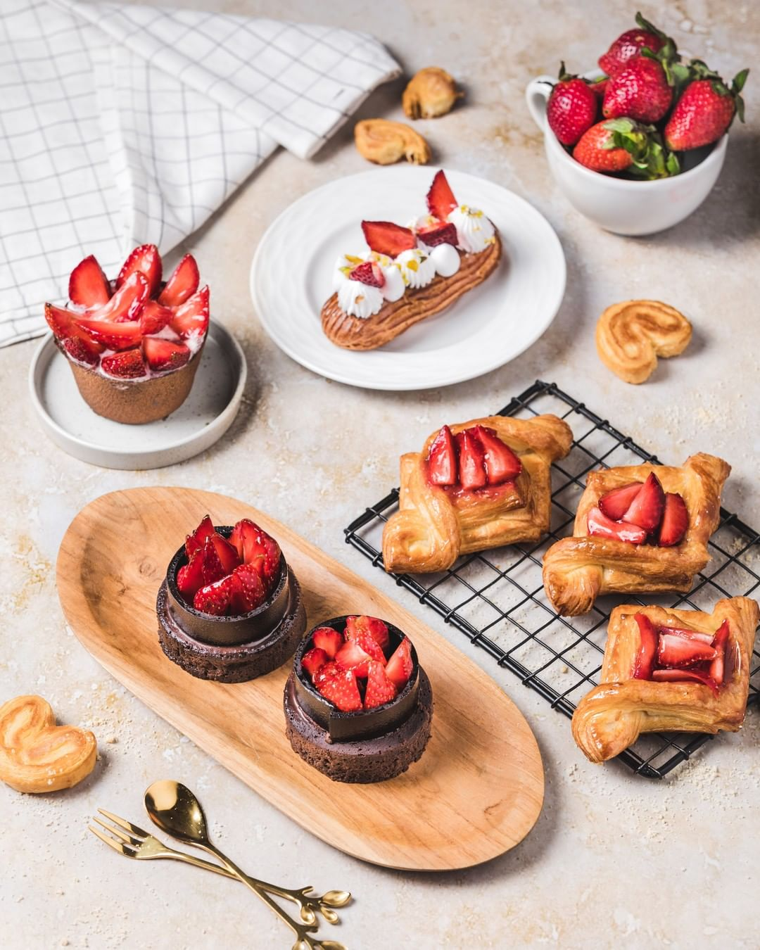 'Tis the season or strawberries and we're celebrating this luscious fruit in all its glory and forms.  Grab a basket and go #strawberry-picking or indulge in our strawberry pastries and parfaits. What's more, we're combining our love for sweet and savoury this season, with fruit-based sandwiches including a special Strawberry Swirl sandwich!  #ForTheLoveofStrawberries, see you at a Foodhall near you!  #FoodhallIndia #StrawberrySeason #StrawberryLovers #StrawberryFix #StrawberryPastries #StrawberryParfait #ChocolateStrawberryCake