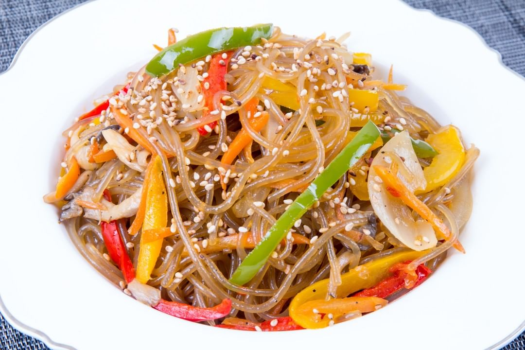 #FoodhallRecommends: Bean Thread Glass Noodles in Tamari Jaggery Dressing Looking for deliciously-easy #glutenfree recipes? Try our  low-carb #Thai noodles, dressed with a  drizzle of #tamari and #jaggery!  Slippery and springy with a moreish chew (tang hoon), this gluten-free vermicelli is perfect for switching up your starches with an interesting texture that is lighter than ramen. Dense in flavor and nutrients, toss it with black sesame seeds, nutritional yeast and white pepper, heaped with some home-made #Zen sauce for a rich hot-pot of flavours! @thaitrademumbai  #ForTheLoveofThaiFood #MungBeanNoodles #JellyNoodles #GlassNoodles #GlutenFree #VeganThai #HotPot #WinterBowl