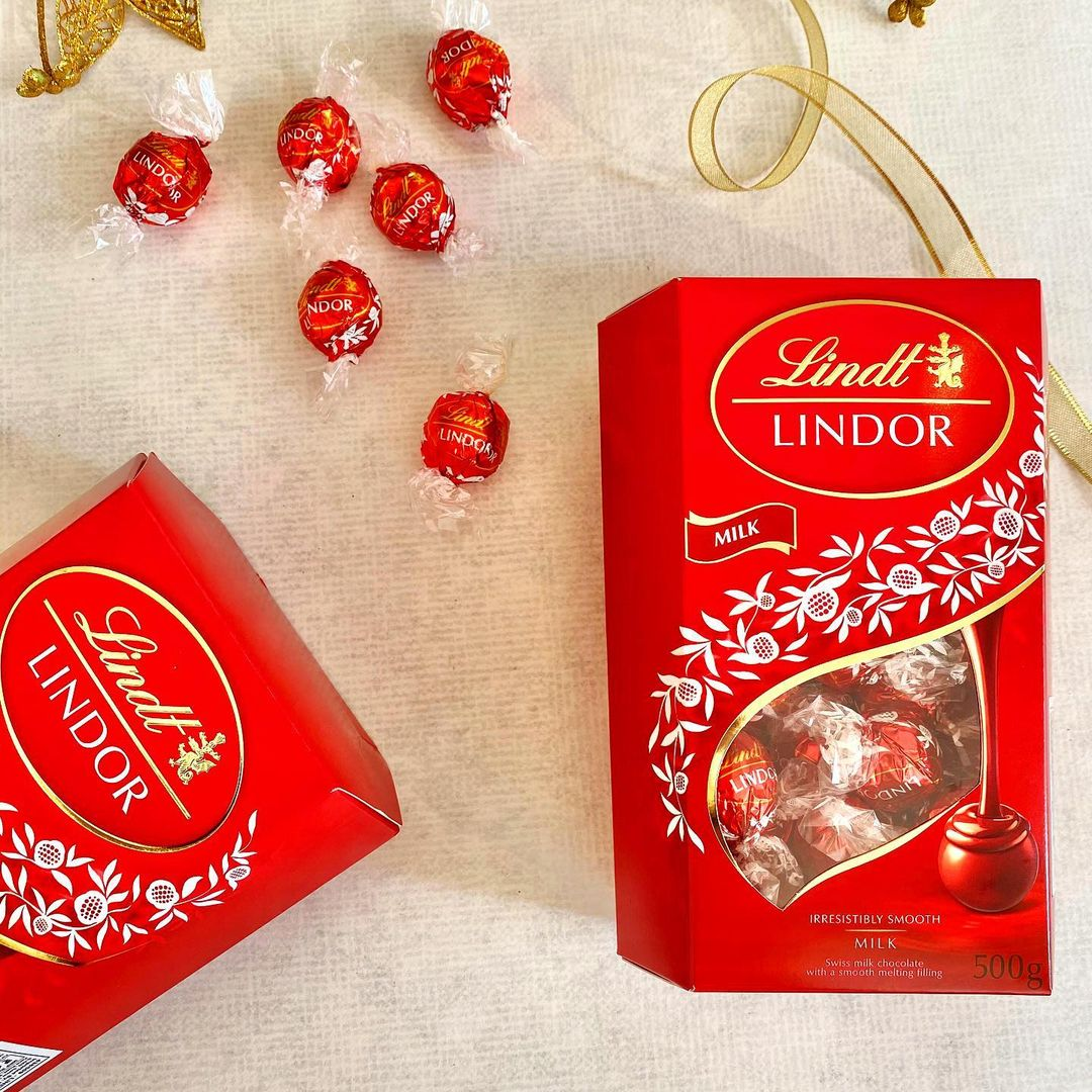 It really isn't the #festive season until you're stuffing your face with holiday-themed #treats. Delve into @lindt_india's decadent LINDOR milk #chocolates - premium #Swiss chocolates with a smooth and velvety texture!  Whether you're looking for a little self-indulgence or the perfect gift for friends, family and tastebuds alike - #Celebrate with Lindor!  Spot and stock yours from a Foodhall near you or call us on 8095031111 for home delivery.