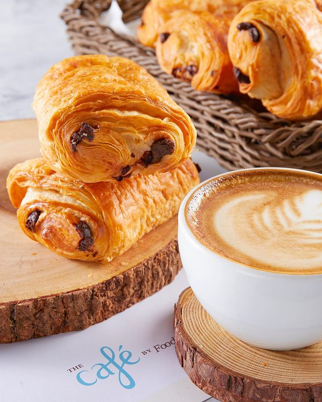 Today's snack inspiration is brought to you by the 🌧 and @thecafebyfoodhall.   Our freshly baked Pain Au Chocolat paired with a cappuccino from @kcroasters coffee is all we can think about right now 🥐 ☕️   Click the link in the bio to order this cosy combo or call us directly on 8095031111 for home delivery.  #snacktime #chocolate #croissant #freshlybaked #cappuccino #foodhallindia