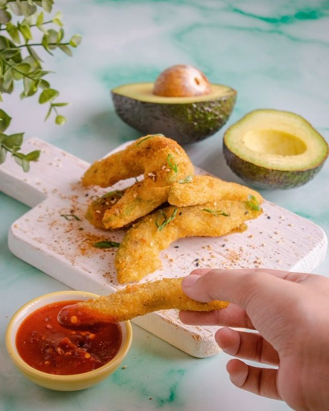 Did you think we were done with our love for the avocado? 🥑 Hah, think again.  Starting our weekend early with a little crispy indulgence in the form of these Avocado Fries by Chef @iamchefsupreet made with the finest quality Hass avocados sourced in collaboration with @promperuindia and served with our in-house Sambal Oelek sauce. Wanna make them with us? Here's what you need:  - Hass Avocado, 100g - Tempura batter, 60ml - Bread crumbs, 40gms  - Togarashi spice powder, 2 gms - Sesame seeds, 2gms - Spring onion, 1gms - Salt, 1gms  - Pepper 1/2gms  - Oil to fry  - Sambal Oelek Sauce, 1 box  Here's how you make them:  - Cut the hass avacado into wedges - Prepare the Tempura batter - Dipped the Avocado in the batter and coat it with bread crumbs  - Heat some oil in a pan and fry the coated avocados untill golden brown  - Sprinkled Toga Rashi, sesame seeds, spring onion greens, salt and pepper serve crisp hot along with Sambal Oelek Sauce.  Don't forget to hit that follow button to get access to more of our recipes and share this recipe with your friends cause, well, sharing (content) is caring.  #foodhall #foodhallindia #avocado #foodpics #foodie #Food #FoodPhotography #Foodie #Foods #Foodstagram #Foodgasm #Foody #Foodies #FoodLover