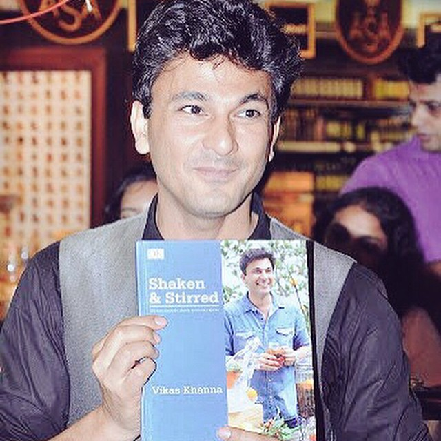 Meet the Magician; Chef Vikas Khanna  with his new book Shaken & Stirred! Pick out your copy of his newly launched book at Foodhall @ 1 MG Road, Bangalore today! #FoodhallIndia #MasterChef #Bangalore #ShakenAndStirred