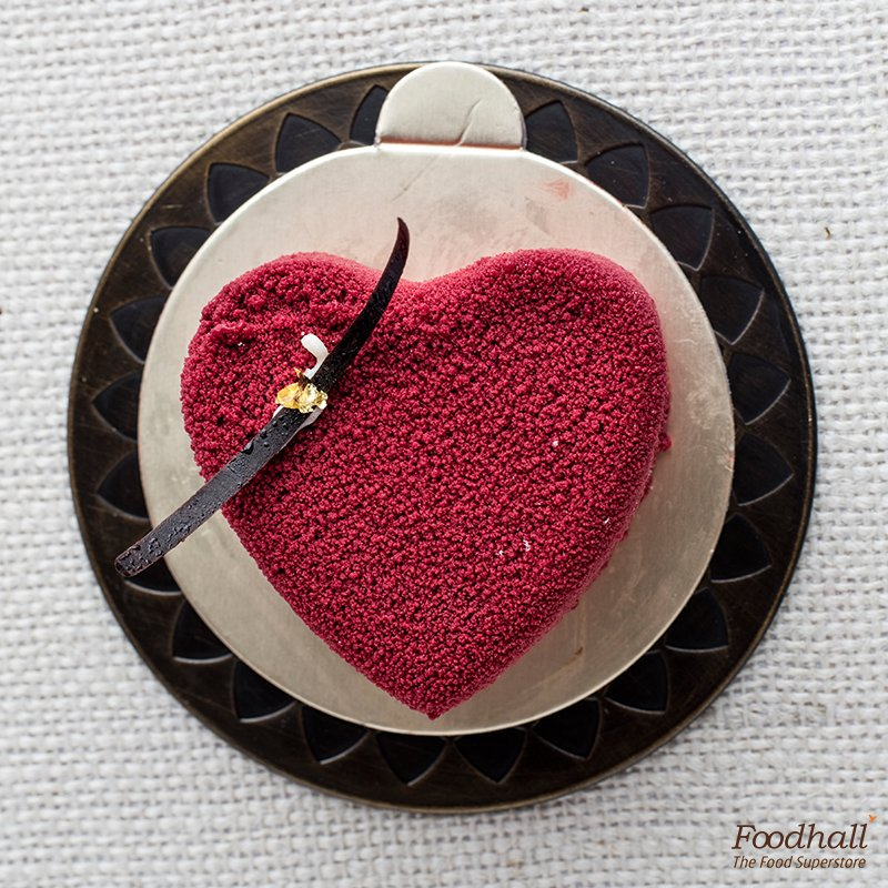Mousse, dense chocolate & smooth panna cotta all in one – Taste the rich flavours of raspberry chocolate delice. https://t.co/8FSu4SXp4K