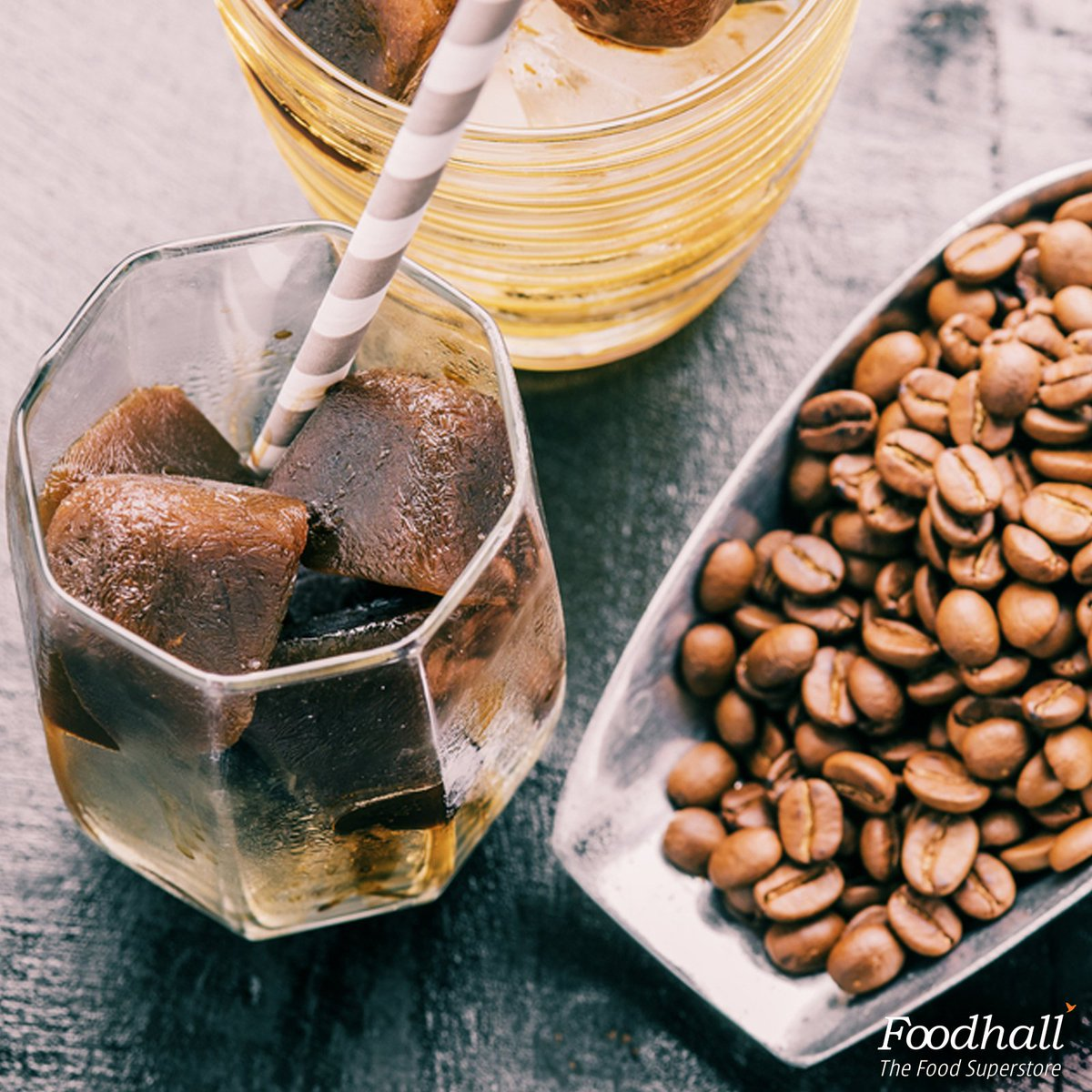 This #summer treat yourself to homemade iced mocha by throwing in coffee ice cubes in a glass of milk & cocoa powder https://t.co/czPPCW68Fw