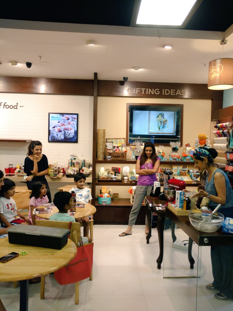 The kids are excited for the ice - cream and #oreoshake party at #foodhallindia https://t.co/LKORvH4j94