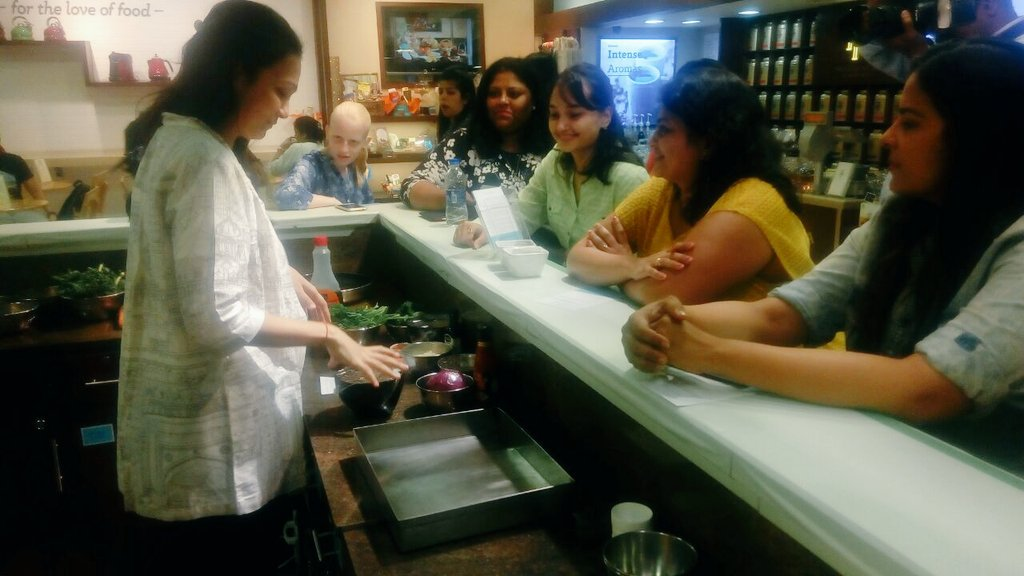 The masterclass has begun & everyone is excited to learn delicious new recipes from @sonalved. Stay tuned! https://t.co/lX1qrNAFG5