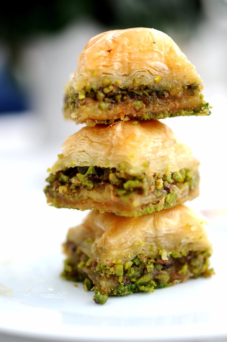 Bow down to #Baklava, with its layers of delicious filo, nuts and honey. Stop by #Foodhall & check out the #Bustaan Baklava Gift Collection. https://t.co/Cos9qNIpXA