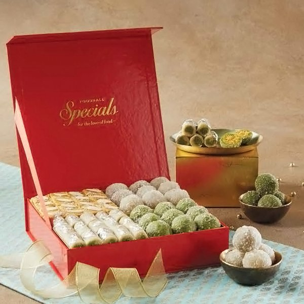 This Diwali gift your family & friends a special assortment of Indian Mithai & Truffles made to delight you with every bite. #FoodhallIndia https://t.co/K8gpeVla91