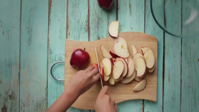 Oh my, look at that pie! Watch this video to whip up Apple Pie Bread #pudding this #Christmas - using ingredients in your pantry! #Recipe https://t.co/AyOqw4WQZ7