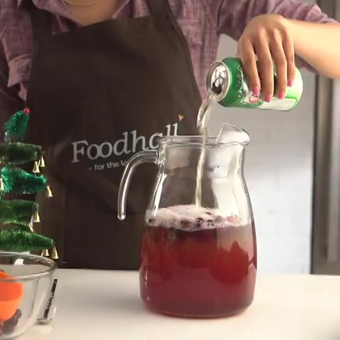 Packed with festive flavors, these drinks are sure to be a crowd-pleaser at any #party! Here are 2 ways to make the classic Christmas Punch! https://t.co/ysJc3imnOX